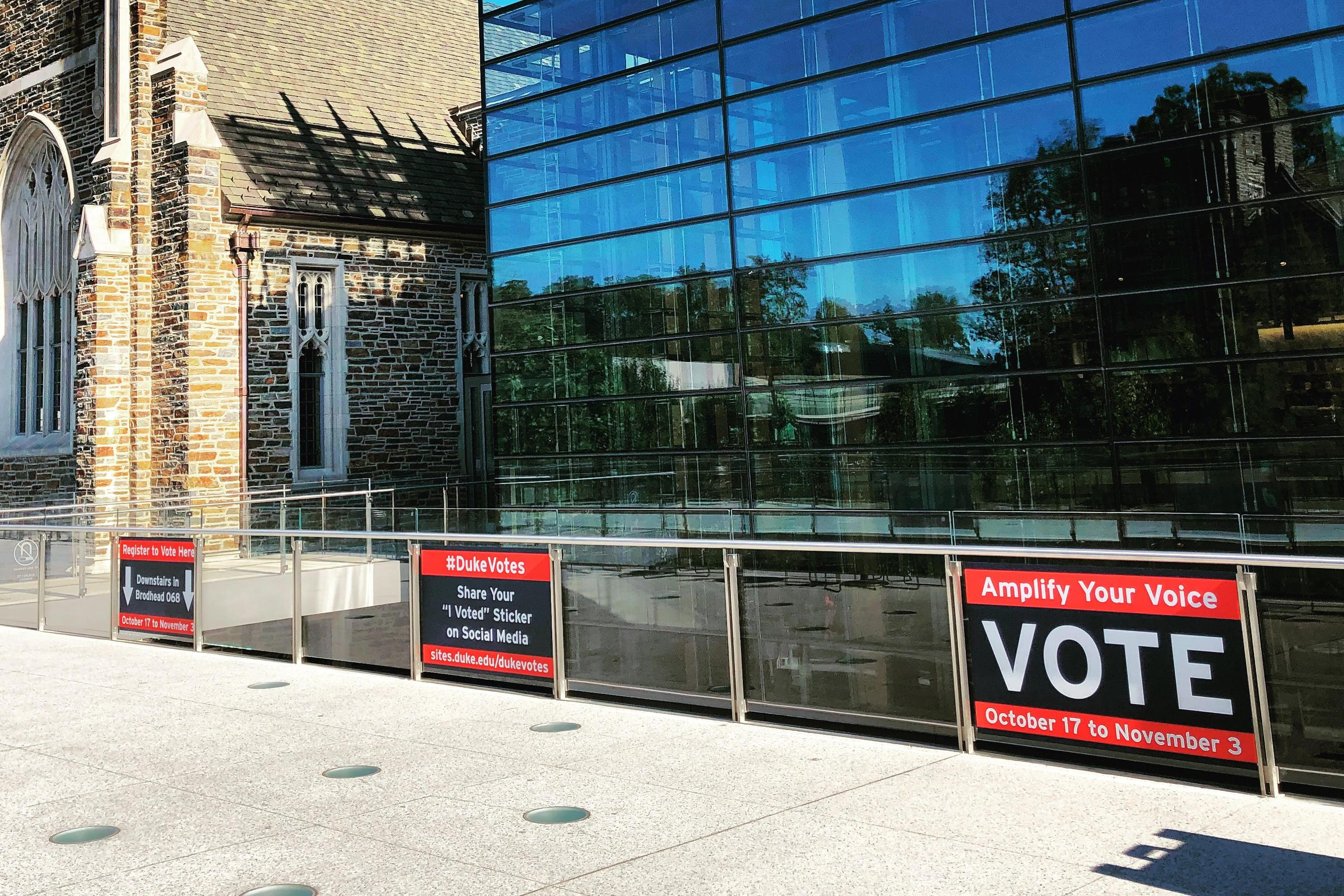 Early Voting signs at the Brodhead Center