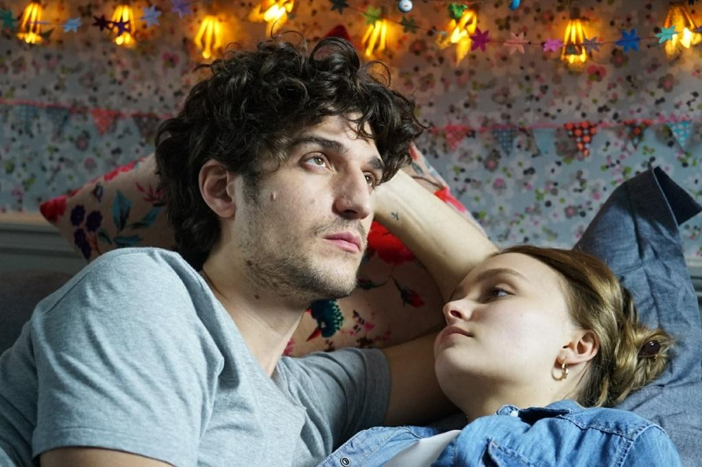 Movie still from A FAITHFUL MAN (Louis Garrel, 2019)