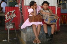 El Camino film: two children wait at a restaurant